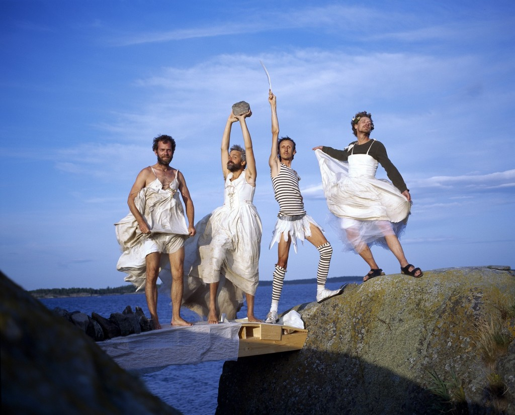 04_《Gelitin到底怎麼了》是史上最愛「遛鳥」的藝術狂人團體Gelitin的紀錄片